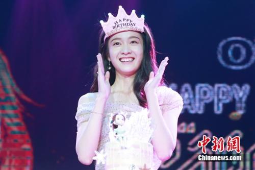 """演员张雪迎搞笑配音""""小猪佩奇""""与粉丝庆祝生日"""
